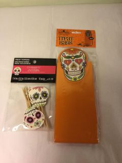 Skull tree decorating and bags