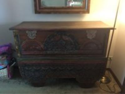 Antique wedding chest late 1800 s/early 1900 s