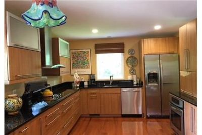 Falls Church - Very attractive and welcoming 4 bedroom contemporary home. Carport parking!