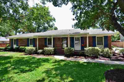 210 E Bedford Road WILMINGTON, TWO master bedrooms in this 4