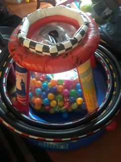 """Small bouncy house with 200 balls """"Car toys"""""""