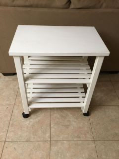 WHITE CART ON WHEELS....GOOD CONDITION...COMES FROM AN ESTATE SALE
