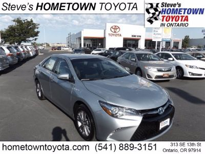 2017 Toyota Camry Hybrid LE (silver)
