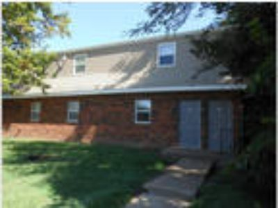 2 BR Apartment in Maryville - All Large Rooms!