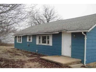 2 Bed 1 Bath Foreclosure Property in Hutchinson, KS 67501 - W 11th Ave