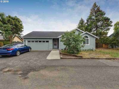 2146 SE 174th Ave Portland, You'll love this well cared for