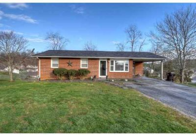 405 Cottonwood Piney Flats Four BR, Centrally located in this