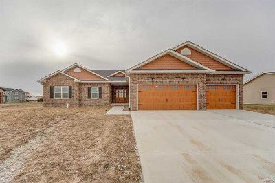 1181 Widgeon Drive Mascoutah, Custom built Three BR home in
