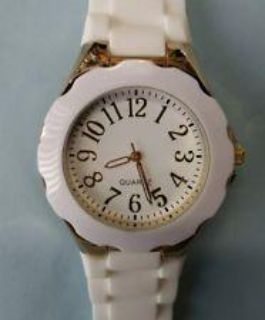 Quartz watch white and gold
