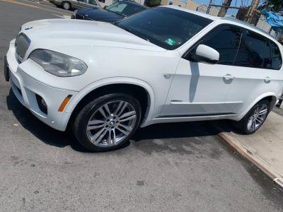 2012 BMW X5 xDrive50i (Alpine White)