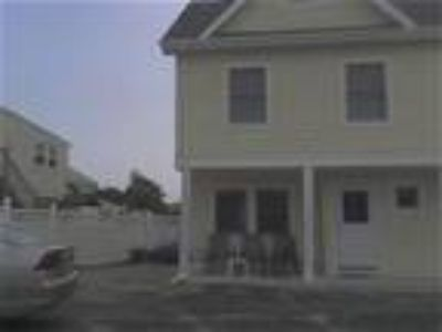 Three BR, 1 block to Beach house rental (Summer & Winter) - House