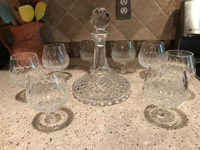 New Fine Irish crystal decanter and 8 matching singing glasses