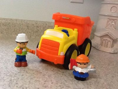 Fisher Price Little People Dump Truck & 2 people. Makes several sounds! See additional pics.