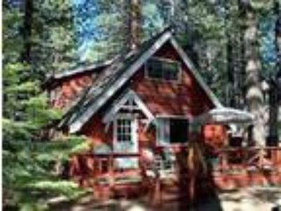 Enjoy Lake Tahoe from this charming vacation home - Cabin