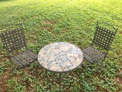 Small bistro set table & 2 chairs