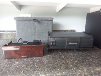 Purchase Mercedes CD changer W210 002 820 5989 with magazine cover and phone controller motorcycle in Niles, Illinois, United States, for US $38.00