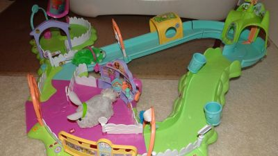 Zhu Zhu Pet hamster & Fur Real Friends bunny + Obstacle Track.