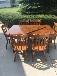 Dining room Table. FREE