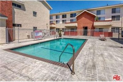 Beautifully upgraded 2 bedroom/2 bathroom Condo in