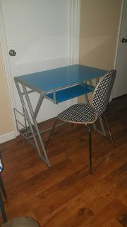 *NEED GONE MOVING* Desk with chair