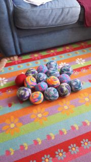 Knitted balls for your cats