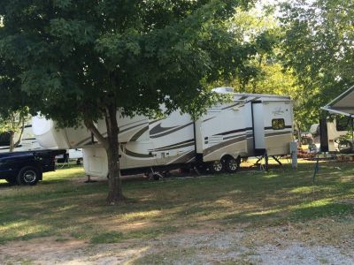 2010 LandMark Augusta Fifth Wheel