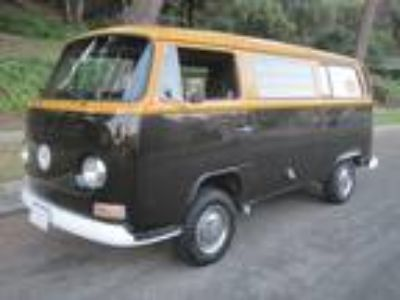 1972 VW Westfalia Camper Bus