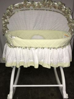 Rocking Baby Infant Bassinet W/ Removable Canopy and Mobile