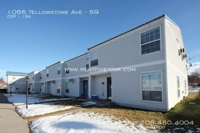 Centrally located townhouse with great layout and lots of storage! Near lots of shopping and restaurants!