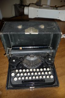 ANTIQUE 1920's UNDERWOOD PORTABLE TYPEWRITER WITH CASE! Pat