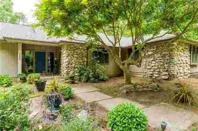 406 Prestwood Lane Hendersonville, Beautiful custom-built 3