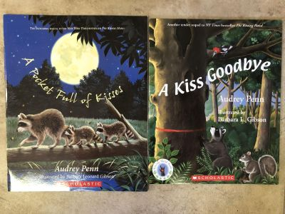Kissing hand set by Audrey Penn- like new!