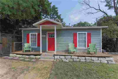 Hard to find, affordable 2 bed, 2 full baths in hot East Austin!