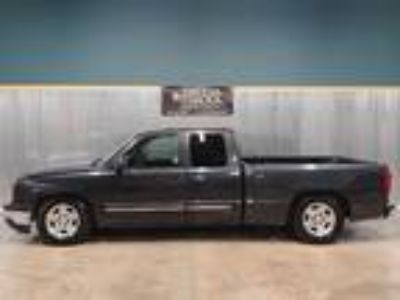 2005 Chevrolet Silverado 1500 LS Ext Cab Short Bed 2WD Gray,