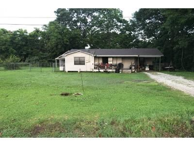 3 Bed 1 Bath Preforeclosure Property in Napoleonville, LA 70390 - Highway 308