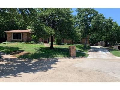 3 Bed 3 Bath Preforeclosure Property in Fort Worth, TX 76112 - Rock View Ct