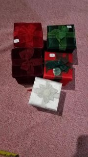 5 little gift boxes