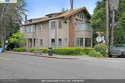 2602 College Ave BERKELEY Two BR, Gorgeous renovated condo in