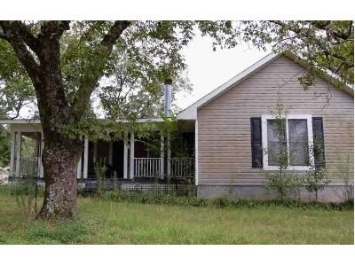 3 Bed 2 Bath Foreclosure Property in Cullman, AL 35057 - County Road 945