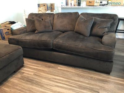 Like New Gorgeous Oversized Sofa, Loveseat & Ottoman- Read Below