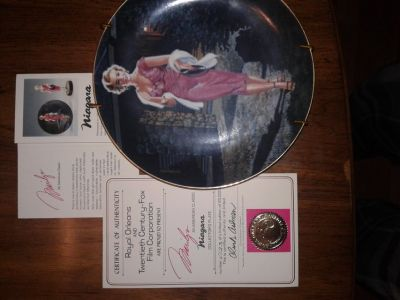 Marilyn Monroe & Gone w/the Wind collectable plates. With certification