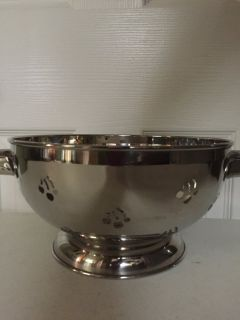 3 Qt Stainless Steel Colander (used as decoration)