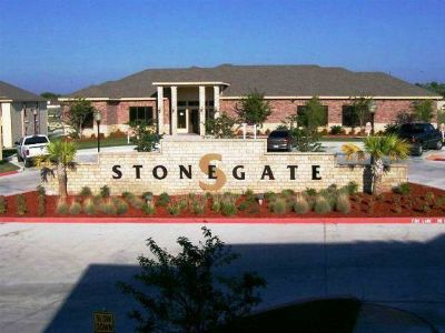 Stonegate is now offering by the bed leasing (705 Kings Way)