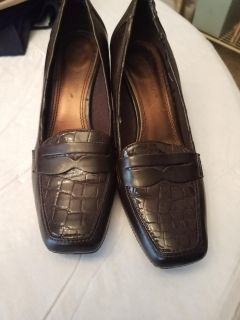 SIZE 7, AK ANNE KLEIN IFLEX, BROWN CASUAL SHOES, GREAT CONDITION, SMOKE FREE HOUSE