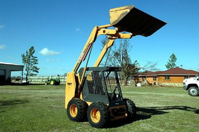 $2,550, 02 CASE 70XT skid steer, 347 hours,turbo charged, 85 hp