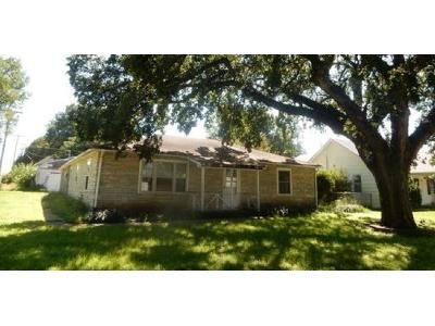 3 Bed 1.0 Bath Preforeclosure Property in Colwich, KS 67030 - S 6th St