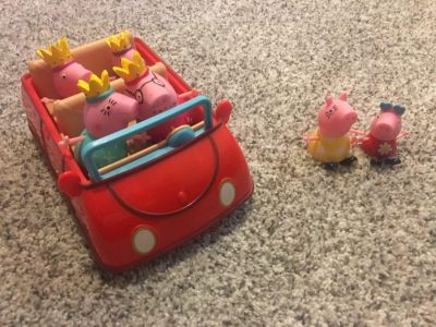 Peppa Pig musical car with two extra figurines
