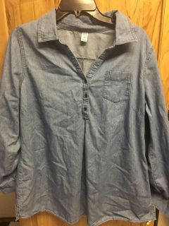 Cute light weight denim old navy maternity shirt no holes or stains