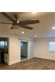 Lease Spacious 2+1. Approx 1,000 sf of Living Space. Single Car Garage!