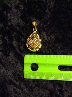 EEUC Joan Rivers pendant 1.5 long with 4 different colored faux pearls inside basketweave design